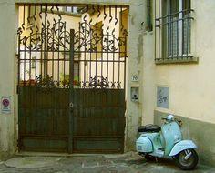 Vespa in Italy (via tisclassy)