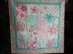 cutest ever wall quilt...ThePDf dont work, but as long as you pin it you get the tute...No flower patterns as she said, but they are big enough to see and free hand yourself...Love it