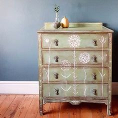 An absolutely stunning piece painted in my brand new colour, Lem Lem! Chloe AKA Maisie's House @maisieshouse painted this 1930s chest of drawers with a coat of Lem Lem mixed with a hint of Amsterdam Green. She took inspiration from the story behind Lem Lem and my collaboration with @oxfamgb and added the lovely handpainted details of allium heads, using Original - my warm shade of white. She finished the piece with lashings of Dark Wax to give it an antiqued look. Have you used Lem Lem this…