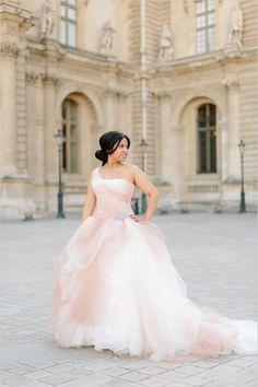 Vera Wang | blush wedding gown | pink ombre wedding dress | French wedding | #weddingchicks