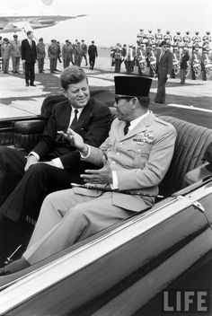 with president of Indonesia, Sukarno John Kennedy, Asian History, Historical Pictures, Founding Fathers, Us Presidents, Jfk, Old Pictures, Documentaries, The Past