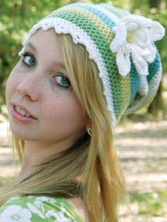 Free crochet hat pattern on Tangled | Daisy by Akua Lezli Hope.