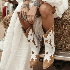 Cute Cowgirl Boots, Cute Cowgirl Outfits, Western Outfits Women, Wedding Cowgirl Boots, Cowboy Boot Outfits, Boho Boots, Ladies Cowboy Boots, Winter Wedding Boots, Bride Boots