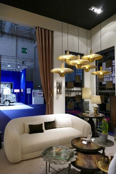 Hamilton Conte auf der Maison & Objet 2019 in Paris. Art Deco Stil, Paris, Hamilton, Ceiling Lights, Lighting, Home Decor, Lily, Dining Ware, Ground Covering