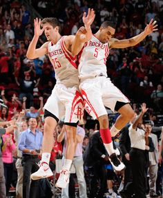 Chandler Parsons and Courtney Lee celebrate a big moment against the Mavs