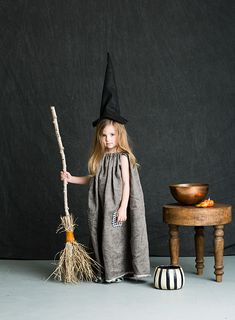 Mer Mag: Halloween Costumes for BHG – New York City Fashion Styles Clever Halloween Costumes, Creative Costumes, Halloween Kids, Witch Costumes For Kids, Diy Witch Costume, Group Halloween, Halloween Makeup, Costumes Family, Baby Costumes