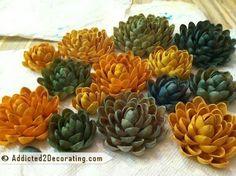 Flores realizadas con cáscaras de pistachos, y luego pintadas con pintura en aerosol.