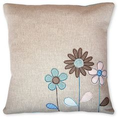 Patchwork cushion ideas flower Ideas for 2019 Applique Cushions, Patchwork Cushion, Embroidered Cushions, Sewing Pillows, Quilted Pillow, Cute Pillows, Diy Pillows, Decorative Pillows, Throw Pillows