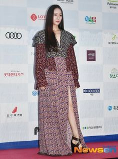 08.08.19 Krystal Jung, Wrap Dress, Dresses With Sleeves, Singer, Actresses, Long Sleeve, Model, Fashion, Female Actresses
