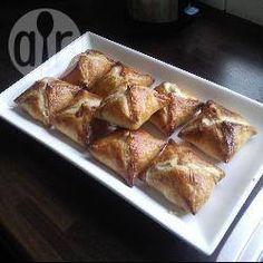 Kipfilet met Boursin Bladerdeeg Pakketjes ( je kunt ook verse tuinkruiden zoals peterselie, bieslook, estragon enz.gebruiken en in plaats van maggi is ketjap manis ook lekker)