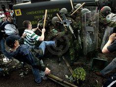Irish Republican rioting against British soldiers in Strabane Northern Ireland Troubles, Belfast Northern Ireland, British Army Uniform, British Soldier, Irish Republican Army, Michael Collins, Beautiful Disaster, Irish Eyes, Family Genealogy