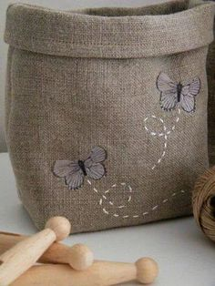 Par un beau matin d'hiver . Utility room for pegs, beautiful! Burlap Projects, Burlap Crafts, Fabric Crafts, Sewing Crafts, Sewing Projects, Butterfly Embroidery, Embroidery Patterns, Hand Embroidery, Burlap Bags