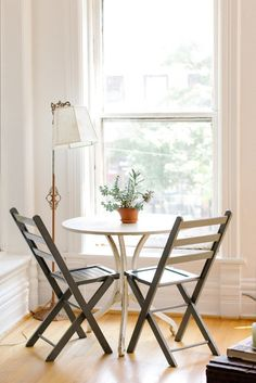 Bistro tables are one of the best ways to add a dining area to a small home or…