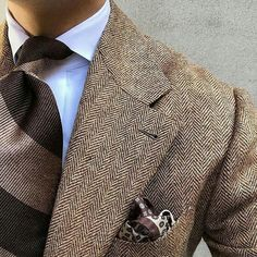 Shibumi - handmade ties & other accessories - made — wearing our Brown / Beige. Style Gentleman, Der Gentleman, Mens Fashion Suits, Mens Suits, Brown Suits, Style Outfits, Elegant Man, Winter Mode, Style Vintage