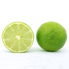 OPC & Vitamin C - ein schlägkräftiges Team:  Vitamin C spielt in fast allen Körpervorgängen eine zentrale Rolle. Wir können es nicht selbst bilden. Es muss über unsere Nahrung zugeführt werden, mit Obst oder Gemüse. Es geht allerdings in unserer Nahrung verloren - mit abnehmender Frische. Prof. Masquelier fand heraus, dass sich Vitamin C und OPC ergänzen. Daher wird grundsätzlich empfohlen, OPC zusammen mit Vitamin C einzunehmen. Deshalb enthält unser OPC natürliches Vitamin C aus Acerola.