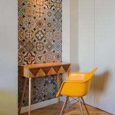 Un bonito rincón con #azulejos de #viveseramica #vives #tiles #carrelage #fliesen #architecture #design #interiordesign #hydraulictiles #azulejohidraulico #yellow #ilovetiles #iliketiles