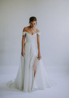 Our Favorite 2019 Wedding Dress Designers V. Our Favorite 2019 Wedding Dress Designers Fall in love with these ethereal and divine silhouettes by Leanne Marshall Dream Wedding Dresses, Designer Wedding Dresses, Modest Wedding, Backless Wedding, Wedding Dresses With Slit, Casual White Wedding Dress, Modern Wedding Dresses, Classic Wedding Dress, Wedding Outfits