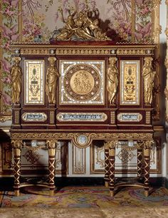 Jewelry cabinet, Ferdinand Schwerdfeger, after Jean-Démosthène Dugourc. National Museum of Versailles and Trianon. Marie Antoinette's exquisite jewelry cabinet features gilded detailing and mother-of-pearl inlay.