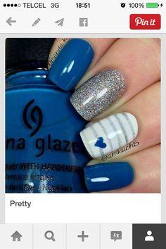Uñas azul y plata