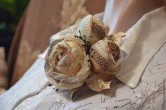 Купить Брошь .Букетик роз в бежевых тонах. - бежевый, брошь, брошь цветок, брошь-цветок