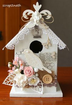 Decorative Bird Houses, Bird Houses Painted, Shabby Chic Birdhouse, Birdhouse Craft, Bird Bath Garden, Doll House Crafts, Diy And Crafts, Paper Crafts, Christmas Bird