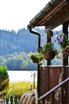 Wee Blether Tea Room, Scotland Deli Anne. La vue est superbe de cette terrasse. Un plaisir en plus d'y prendre son thé.