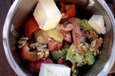 Broccoli salad with feta and walnuts - my magic pot - thermomix - Dinner Recipes Greek Diet, Fajita Recipe, Steak Fajitas, Broccoli Salad, Feta Salad, Le Diner, Greek Recipes, Salad Recipes, A Food