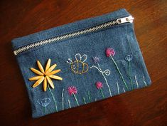 Floral Denim Pencil Case by weberquetzal - made from denim jeans Jean Purses, Purses And Bags, Pochette Portable, Denim Purse, Denim Bags From Jeans, Denim Jeans, Diy Pencil Case, Embroidery Bags, Denim Crafts