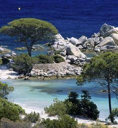 La plage de Palombaggia en Corse https://www.hotelscombined.fr/Hotel/Blue_Margouillat_Seaview_Hotel_Saint_Leu.htm?a_aid=150886