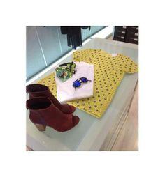 un click preso dal nostro punto vendita a Castellammare di Stabia (Napoli)...colori accesi abbinati tra di loro per creare un mood assolutamente pop e moderno! #fashion #boutique #napoli