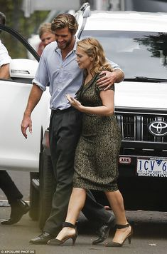 Friendly co-stars: Kate and her colleague Liam Hemsworth looked as though they'd made a cl. The Dressmaker Movie, Celebrity Couples, Celebrity Style, Kate Winslate, 20th Century Fashion, Rachel Weisz, Keira Knightley, Lady And Gentlemen, Beautiful Couple