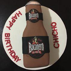 Siguen las botellas de #beer, esta vez le tocó a la riquísima #cerveza #cubana #bucanerobeer #fondantcake #wiltoncake #cake #sweetsinmiami #miami #florida #venezuela #encontrandoideias #hialeah #hialeahgardens #doral #weston #pequeñahabana #beercake #birthdayman
