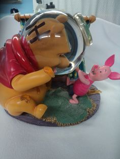 Disney Snow Globe - Winnie The Pooh Rumble In My Tumbly