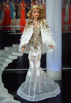 Miss Miami 2012 - De la Florida, con su mezcla de culturas latinas envía esta diva en un conjunto de noche de alta costura inspirado por el famoso diseñador Zuhair Murad colección 2012.