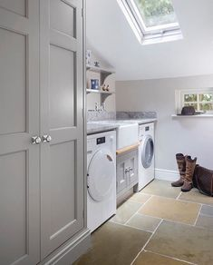 25 Amazing Farmhouse Laundry Room Decor Ideas These amazing farmhouse laundry room decor ideas bring the charm to your house. So, here are some inspirations of farmhouse laundry room decor ideas. Boot Room Utility, Small Utility Room, Utility Room Storage, Utility Room Designs, Laundry Room Organization, Laundry Room Design, Utility Room Ideas, Bathroom Storage, Kitchen Storage