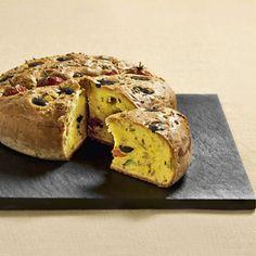 Prova la ricetta. Cake ai pomodorini, olive taggiasche e finocchietto Una gustosa torta salata adatta alle esigenze di chi soffre di celiachia.