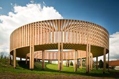 Un observatoire en bois par Aneas Wilder - Sculpture Architecturale, Belgique