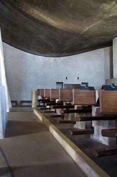 71 - The Chapel Notre-Dame du Haut Alison And Peter Smithson, Le Corbusier, Modern Architecture, Notre Dame, Concrete, Dining Table, Austria, Switzerland, Trust