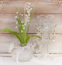 Vieleicht zum# Muttertag?    So zart und liebenswert das #Maiglöckchen von uns beschrieben wird, so sind in diesem Arrangement, mit bauchigem Kristal...