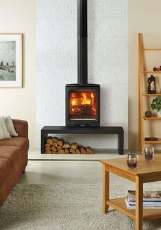 One of the latest models to join our wood burning stove range, the Vogue Midi combines cutting-edge design wit modern-traditional elegance. Modern Wood Burning Stoves, Modern Stoves, Log Burning Stoves, Wood Stoves, Wood Stove Modern, Wood Stove Decor, Wood Stove Wall, Gas Stove Fireplace, Corner Wood Stove
