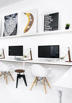 Dubbel Eames'en met deze witte rockers passend bij de iMacs. | www.gewoonstijl.nl