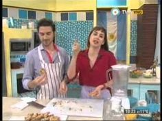 Pablito Martín prepara unas increíbles barritas de cereal y una leche de almendras con algarroba. #AlimentaciónConsciente Más info: www.pablitomartin.com.ar