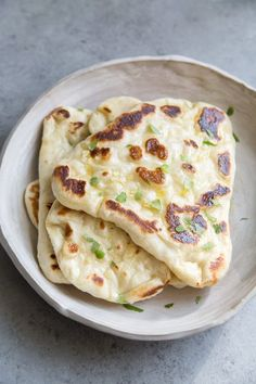 Step by step instructions for How to Make Naan recipe from RecipeGirl.com #garlic #naan #bread #recipe #recipegirl Indian Food Recipes, Vegetarian Recipes, Cooking Recipes, Healthy Recipes, Delicious Recipes, Healthy Food, Tasty Bread Recipe, Naan Recipe, Flatbread Recipes