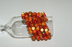 This unique spiral bracelet will liven up your wardrobe ! Perfect to wear in any occasion . As well with a nice dress than with a pair of jean. Bijoux Design, Jewelry Design, Aluminum Wire Jewelry, Unique Jewelry, Handmade Jewelry, Cardboard Jewelry Boxes, Bijoux Fil Aluminium, Orange Necklace, Handmade Gifts
