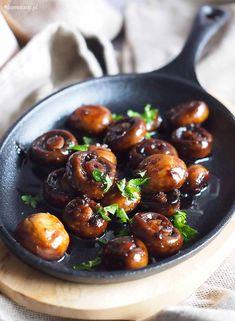 Pieczarki w glazurze miodowo-balsamicznej / Honey balsamic mushrooms Balsamic Mushrooms, Garlic Butter Mushrooms, Vegan Side Dishes, Side Dishes Easy, Honey Balsamic Glaze, Vegan Recipes, Stuffed Mushrooms, Food And Drink, Easy Meals