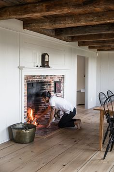 The New New England: A 1754 Cape on Spruce Head in Maine - Remodelista New England Cottage, New England Farmhouse, England Houses, New England Homes, New England Style, New England Decor, New England Kitchen, Primitive Homes, Fireplace Remodel