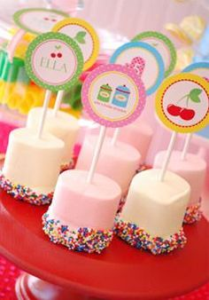Thinking of what are the candies for your candy table? Here are the lollipops and marshmallows we offer in our candy buffet package. Bonbons Baby Shower, Baby Shower Cake Pops, Shower Cakes, Baby Boy Shower, Giant Marshmallows, Marshmallow Pops, Candy Table, Dessert Table, Pink Candy Buffet