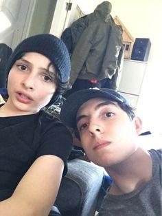 Finn y Nick❤❤ Nick Wolfhard, Long Island, Cute Potato, Canadian Boys, Netflix, V Cute, Beautiful Celebrities, My Boyfriend, Pretty People