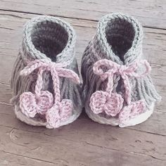 Some details of Dakota sneakers  #crochetpattern #crochet #showroomcrochet #etsyshop #etsystore #etsysellersofinstagram #etsyfinds #crochetbooties