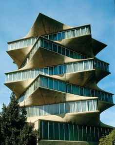 """""""La Pagoda"""" building or headquarters of Laboratorios Jorba, a pharmaceutical company. Madrid, Spain Built in demolished Architect Miguel Fisac photo via. Spanish Architecture, Modern Architecture House, Architecture Details, Landscape Architecture, Minimalist Architecture, Famous Buildings, Modern Buildings, Foto Madrid, Casas Containers"""